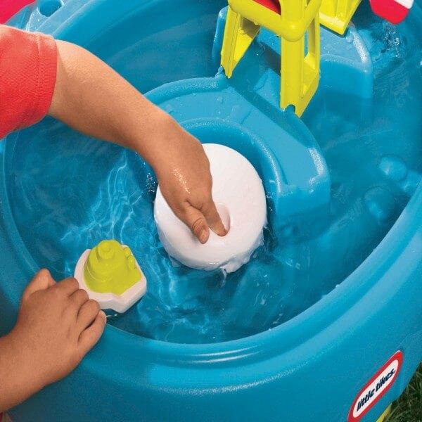 Ansamblul de joaca cu nisip si apa